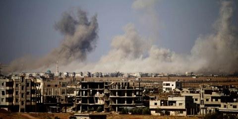 Zivilisten in Daraa im Bombenhagel